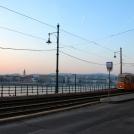 Stará žlutá tramvaj u Dunaje v Budapešti
