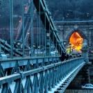 """Nasvícený """"hořící"""" tunel v Budapešti"""