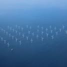 Větrné elektrárny při pobřeží Dánska