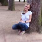 Portrét u stromu - se speciálním objektivem Lensbaby
