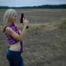 Lensbaby portrét - S pistolí