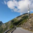 Norská silnice lemovaná kopci