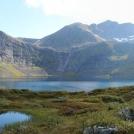 Jezero Grytavatnet pod horou Lauparen