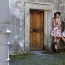 Dvě dívky v květovaných šatech