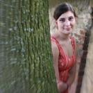 Snový portrét mezi stromy
