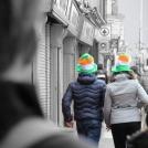Zelené Irsko - pár mířící na průvod svatého Patrika v Dublinu