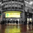 """Zelené Irsko - """"Polib mě, jsem Ir!"""" - reklama na obchodním domě v Dublinu"""