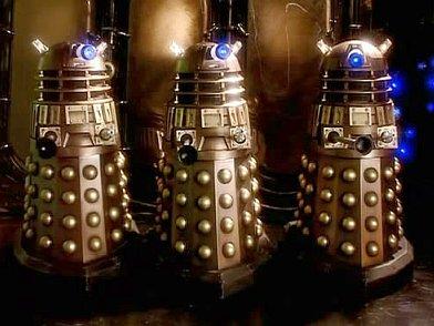 Wikipedie, otevřená encyklopedie [online]. [cit. 30.1.2016]. Dostupný na WWW: https://upload.wikimedia.org/wikipedia/en/3/33/Daleks_appearence.jpg
