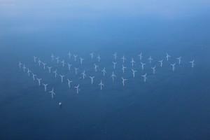 větrné elektrárny při pobřeží Dánska - foceno z letadla