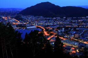 Noční Bergen - fotografie norského Bergenu v noci, výhled z hory Floyen